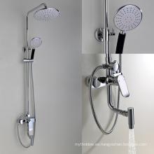 Grifo de la ducha montado en la pared del panel de la ducha de la lluvia del cuarto de baño