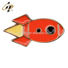 Insignia de encargo barata del metal de la forma del UFO del cohete del aeroplano de encargo para la ropa de los niños