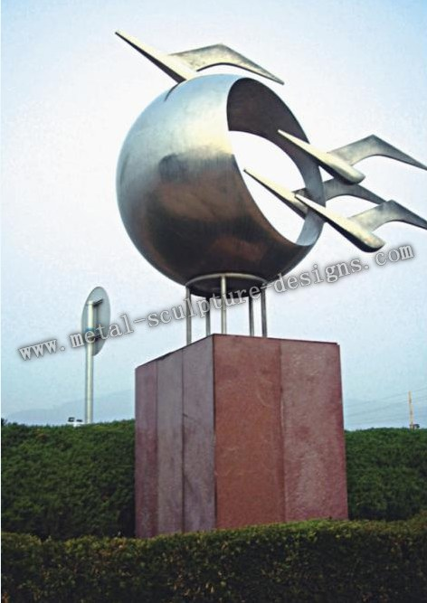outdoor metal sculpture