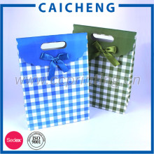 Le sac en papier fait sur commande imprimé par coutume des sacs de cadeau de productions de morceaux