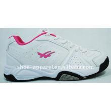 sapatas de tênis das mulheres