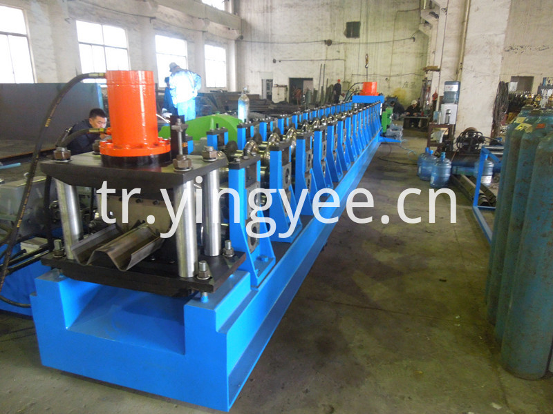 highway guardrail roll forming machine