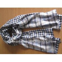 fashional woven scarf in striped pattern