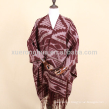 Cape wrap en laine géométrique pour femme