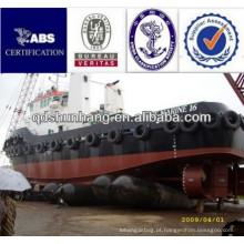 Barco do diâmetro 1.8mx10m no mar por airbags de borracha marinhos