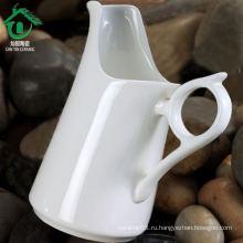 Белая керамическая кружка для воды