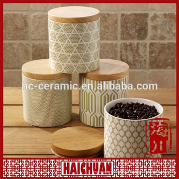 Round canister with bamboo lid