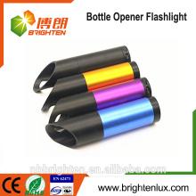 Alibaba Vente en gros Taille de poche Aluminium Matériau Coloré 3 * AAA Batterie Powered Cheap 9 Led Bouteille Ouverture Torche Mini Led Light