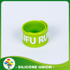 Custom Promotion vert impression blanche Slap Bracelet