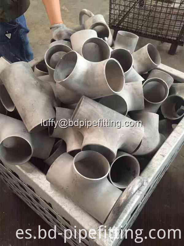 Alloy pipe fitting (35)