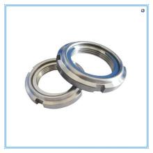 Porca de bloqueio em aço carbono DIN981 com acabamentos de superfície