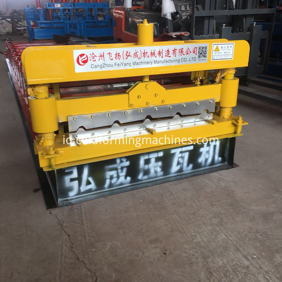 Cutting of roll forming machine
