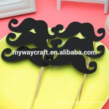 Bigode preto fofo e lábios vermelhos doe cut paper cake topper para casamento ou festa de aniversário