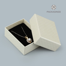White+paper+cardboard+necklace+box+with+lids