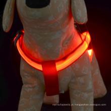 Tela de seda levou luz até arnês de cão