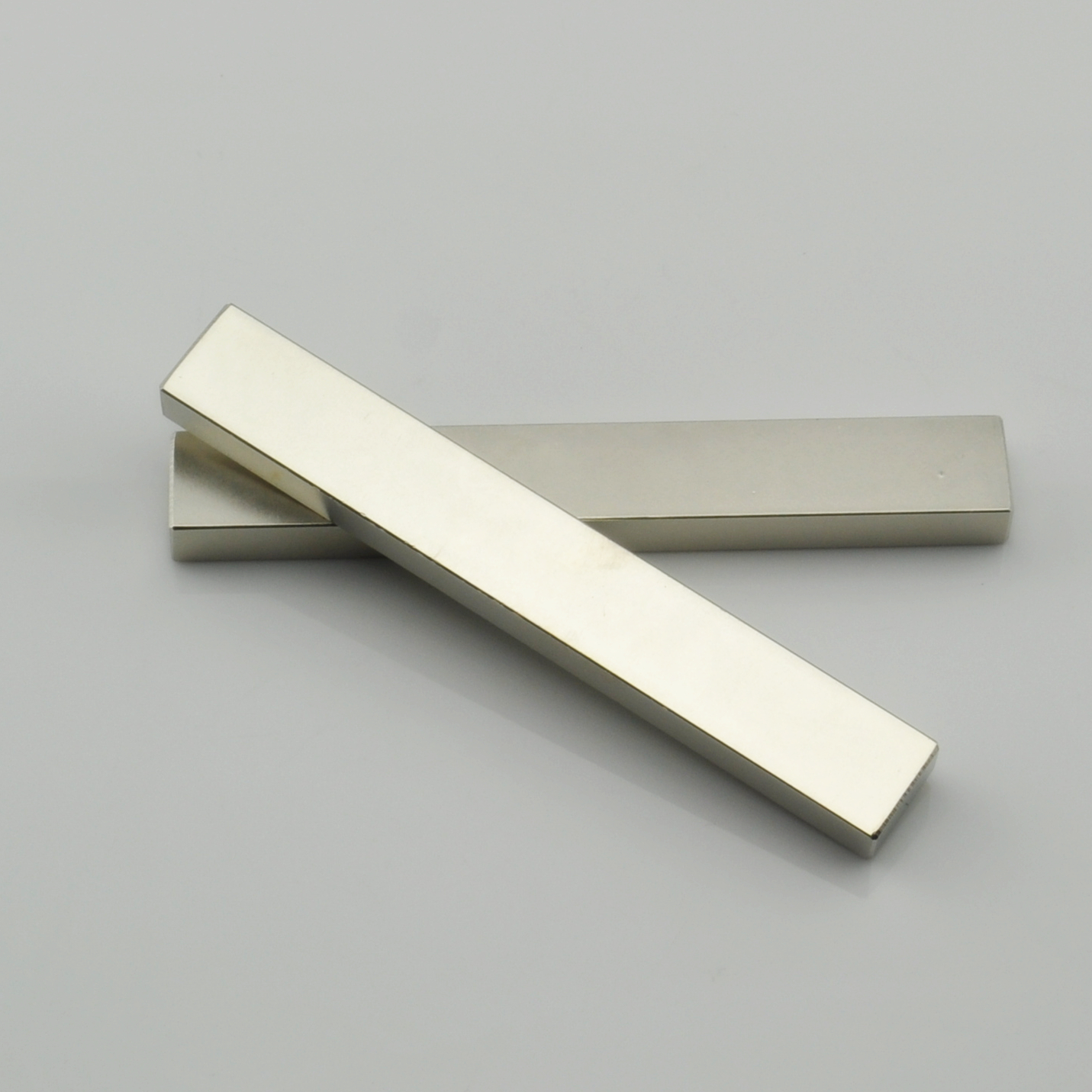 Rare earth bar magnet