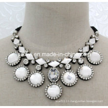 Lady Fashion Jewelry White Glass Crystal Pendant Collar Necklace (JE0198)