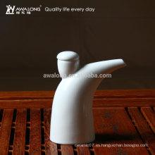 Botella de vinagre de cerámica del diseño nuevo de la venta caliente diseño especial pote del vinagre de la porcelana del diseño único Pote del cuerno del buey