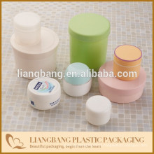 Recipiente com jarra de plástico