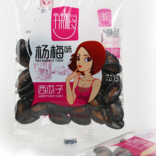 Zwarte watermeloen zaden met pakket