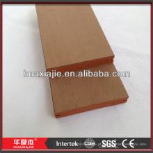 Deck de madeira composta de plástico com tecnologia de co-extrusão