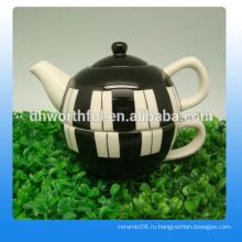 Творческий керамический чайник и чашка в модном стиле