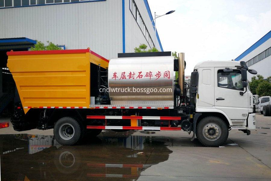 Synchronous gravel sealing vehicle 2