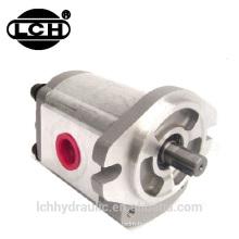 personnaliser les grues sur chenilles hydraulique triple pompe à engrenages