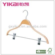 Cinto de madeira laminado com entalhes e clipes de metal para calças