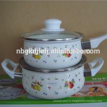 casserole en émail avec un corps rond du pot