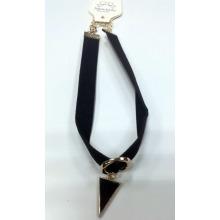 Chocker con encanto de triángulo de moda con esmalte negro