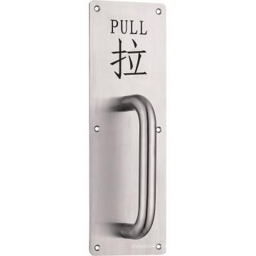 Manija de la puerta del hardware con la muestra que tira