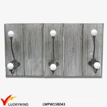 Bauernhof schäbige graue Wand hölzerne Mantel Rack Haken