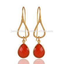 Boucles d'oreilles en pierres précieuses en pierres précieuses en argent sterling et en calcédoine rouge