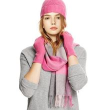 ผ้าพันคอผสมผ้าขนสัตว์ชนิดหนึ่งชุดหมวกและถุงมือ