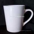 Tasses en porcelaine blanche forme personnalisée