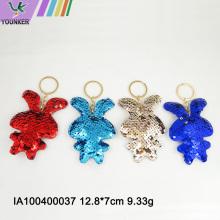 Taschenanhänger mit Pailletten in Kaninchenform