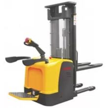 Electric forward forklift Heaps
