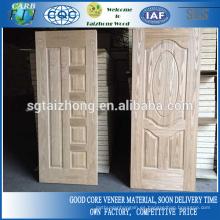 Puerta moldeada de ceniza natural