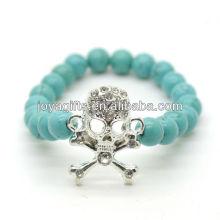 Türkis 8MM runde Perlen Stretch Edelstein Armband mit Diamante Schädel in der Mitte