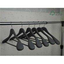Gancho de ropa de la capa de goma negra para la exhibición de la manera
