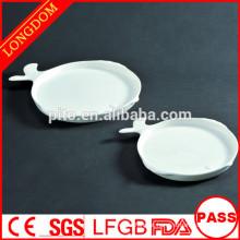 2015 novo design prato branco de porcelana forma de peixe