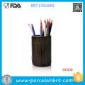 Récipient cylindrique décoratif de stylo en céramique de Brown