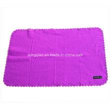 Одеяло из твёрдого цветного полотна с отделкой