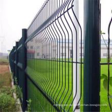 Grüner geschweißter Maschendraht-Zaun benutzt für das Parken