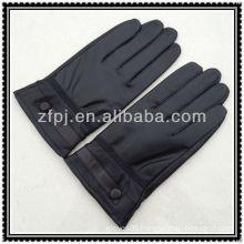 fashion style mens wearing warmest gloves