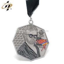 Muestra gratis plata antigua 3D repujado ejecutando medallas de finalista con personalizado