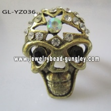 Skull ring with CZ diamond 0.4USD