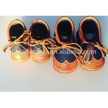 El nuevo niño del estilo calza los zapatos de cuero MOQ300 del bebé