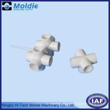 Système de joint de tuyau moulé par injection en plastique